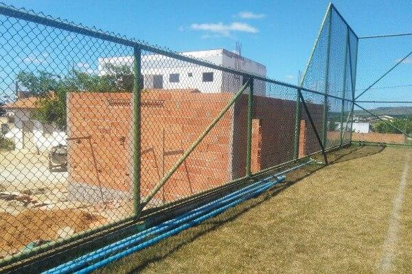 Campo de futebol em Pinheiros vai receber vestiários e banheiros