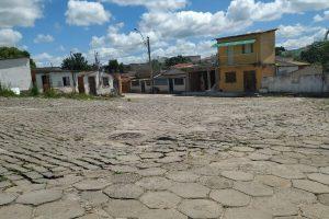 Arnóbio assina ordem de serviço para construção de praça em Pinheiros