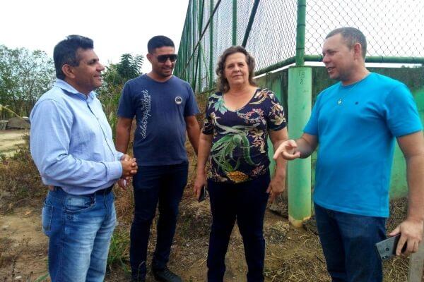 Pinheiros (ES): campo de futebol vai receber vestiários e banheiros