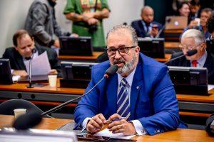 Projeto propõe o congelamento de planos de saúde durante a crise da Covid -19