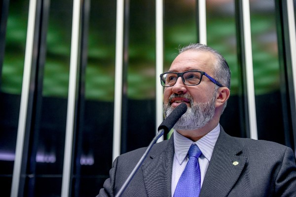 Republicanos recebem Bolsonaro em comemoração aos 42 anos da Igreja Universal