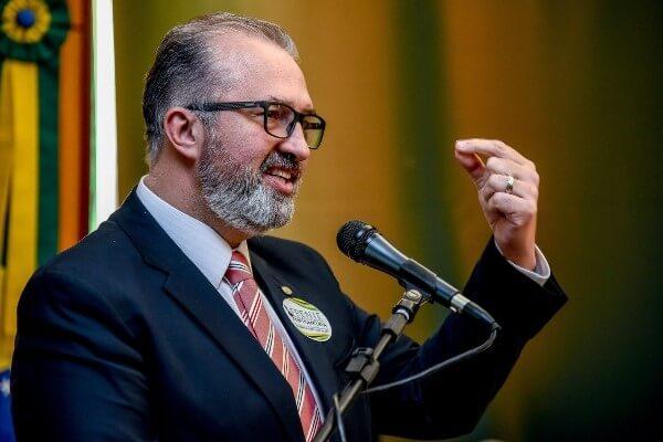 Aroldo Martins defende regulamentação da profissão de optometrista