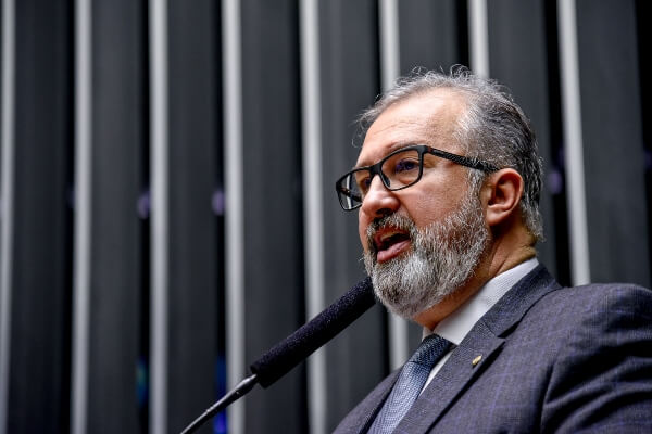 Aroldo Martins propõe alterações no Código Penal