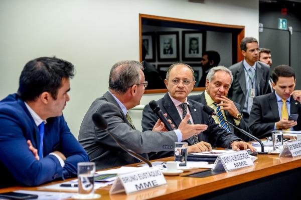 """""""Novo Mercado do Gás"""" é tema de debate na Comissão de Minas e Energia"""
