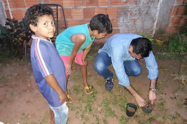 Vereador Betinho realiza ação de combate à dengue em bairro de Campo Grande