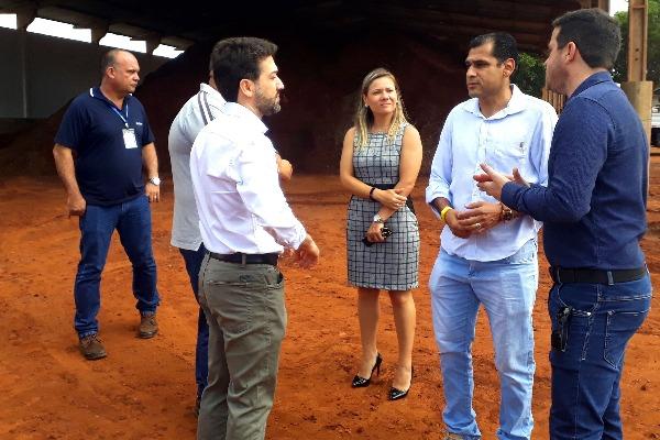 Betinho visita laboratório de empresa que cuida de pavimentações em Campo Grande