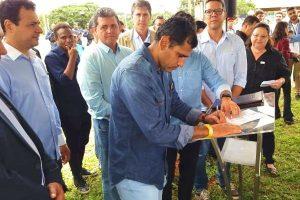 Betinho participou de assinatura para retomada de obras do esporte em Campo Grande