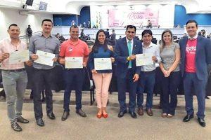Betinho entrega moção de aplauso a fisioterapeutas e terapeutas em Campo Grande