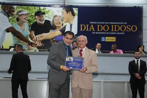 Em solenidade, Betinho homenageia idosos de Campo Grande
