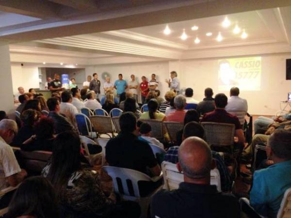 Beto recebe o apoio de Mourão e de lideranças de Praia Grande