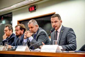 Câmara cria comissão para debater impactos da falta de insumos chineses