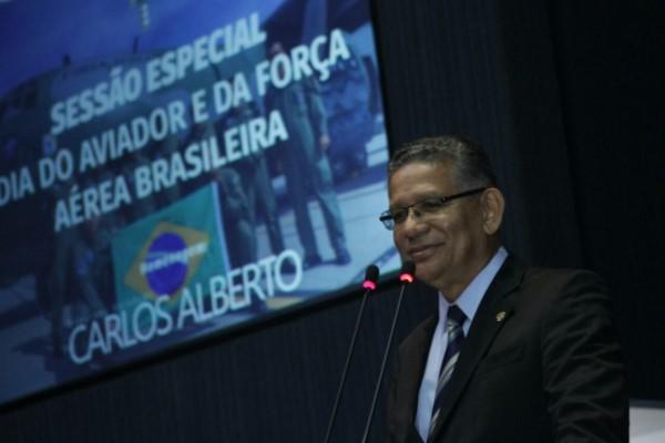 Carlos Alberto propõe homenagem ao Dia do Aviador