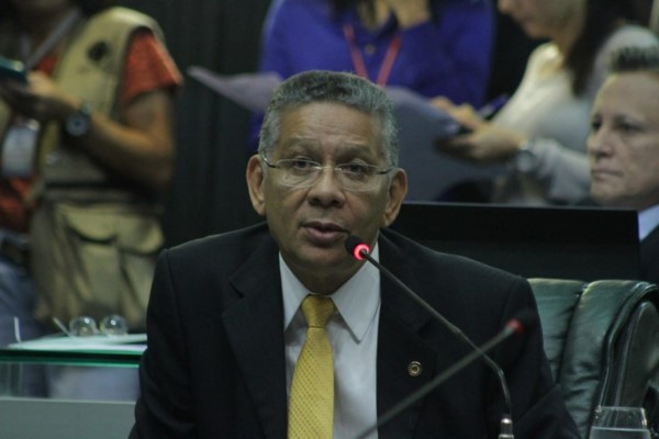 Projeto de Carlos Alberto que combate a exploração sexual de menores no AM é aprovado