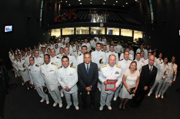 Carlos Alberto presta homenagem à Marinha na Assembleia Legislativa do Amazonas
