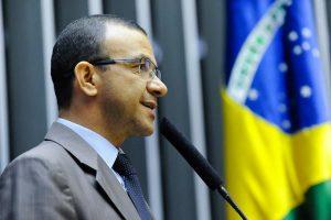 Carlos Gomes quer facilitar acesso dos trabalhadores ao FGTS em situações de emergência