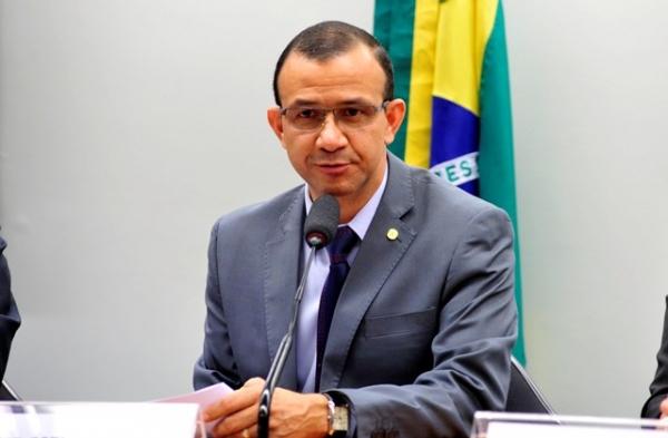 Carlos Gomes defende atendimento veterinário gratuito para animais de famílias carentes