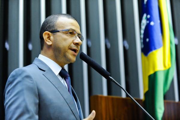 A pedido de Carlos Gomes, Câmara debaterá logística reversa de medicamentos no Brasil