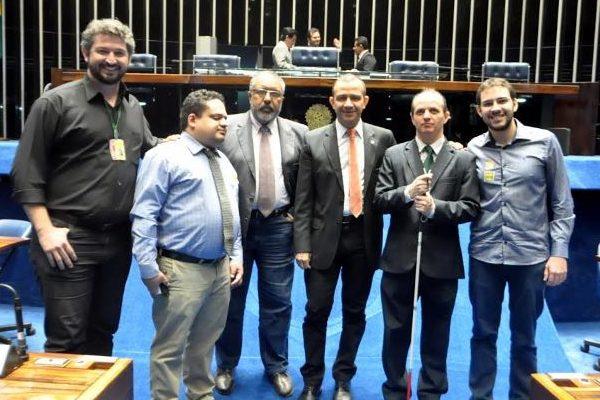 Carlos Gomes quer debater a inclusão de surdos unilaterais entre as pessoas com deficiência