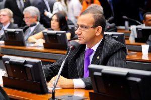 Aprovado projeto de Carlos Gomes que garante intérprete de libras em órgãos públicos