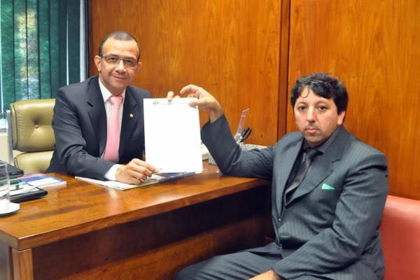 Carlos Gomes garante R$ 250 mil para o fomento da agricultura familiar de Fazenda Vilanova