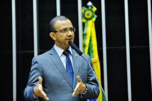 Carlos Gomes garante recursos para o esporte de Glorinha