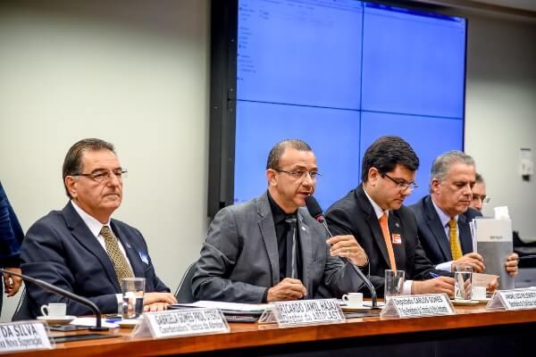 Reciclagem é uma aposta de Carlos Gomes para alavancar a economia