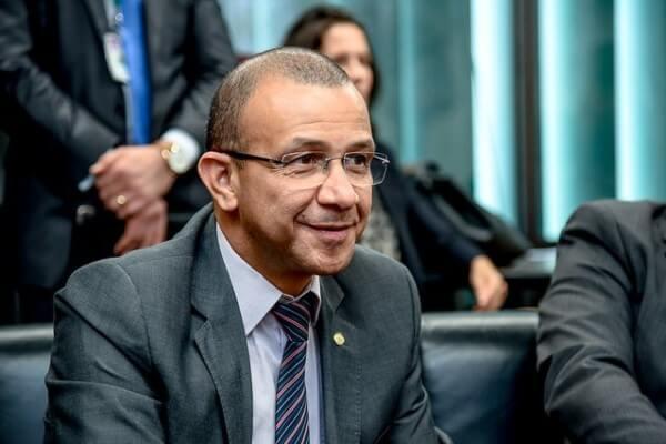Reciclagem é a aposta de Carlos Gomes para alavancar a economia