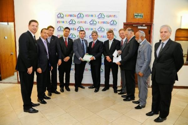 Grupo Parlamentar visita embaixador de Israel