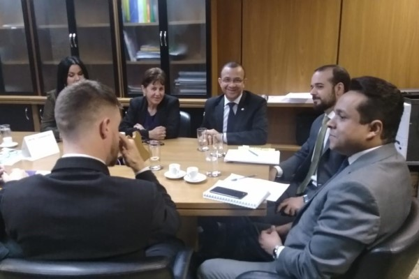 Carlos Gomes viabiliza recursos para obras em Uruguaiana (RS)