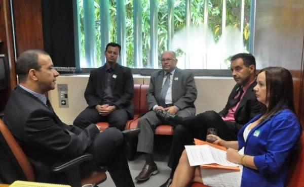 Carlos Gomes apoia iniciativa que coíbe violência contra crianças e idosos