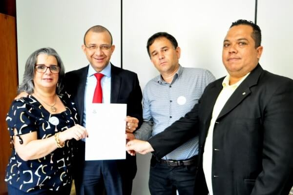 Carlos Gomes acolhe demandas de comitiva de Nova Santa Rita