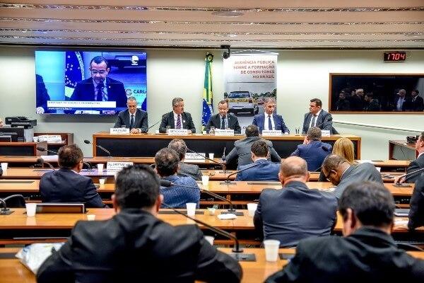Carlos Gomes sugere educação para o trânsito na Base Curricular