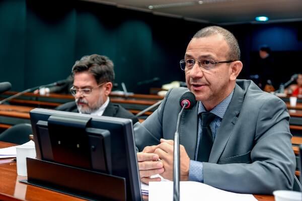 Deputado propõe zerar impostos para produtos feitos com material reciclado