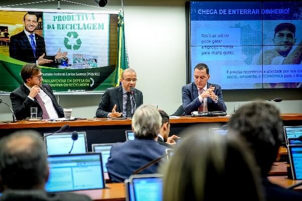 Projeto de Carlos Gomes cria política de incentivo à reciclagem