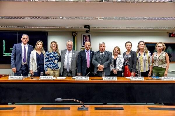Importância da vacinação no Brasil e países vizinhos é debate na Câmara