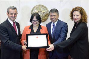 Assembleia homenageia ministra Damares Alves com título de cidadã mineira