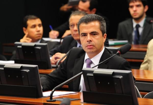 CCJ aprova relatoria de Bulhões a projeto que proíbe o uso de animais em filmes pornográficos