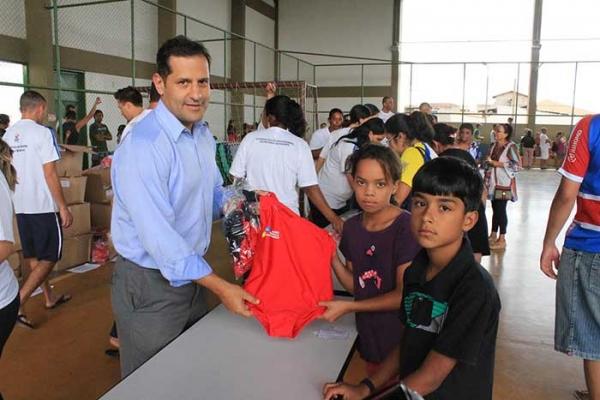 Célio René entrega uniformes novos para os alunos dos Centros Olímpicos e Paralímpicos