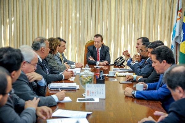 Bancada do PRB recebe representantes da CNI e debate Mapa Estratégico da Indústria