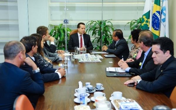 Russomanno intermedia reunião entre Fenacat e Susep