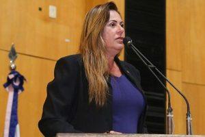 Cláudia Lemos cobra responsabilidade de empresa sobre desastre ambiental em Mariana