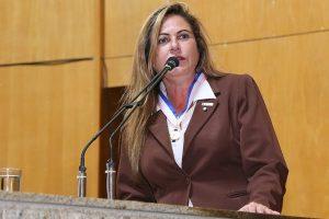 Republicana Cláudia Lemos assume mandato de deputada estadual no Espirito Santo