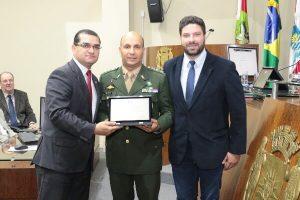 Claudinei Marques homenageia o Exército Brasileiro em Florianópolis