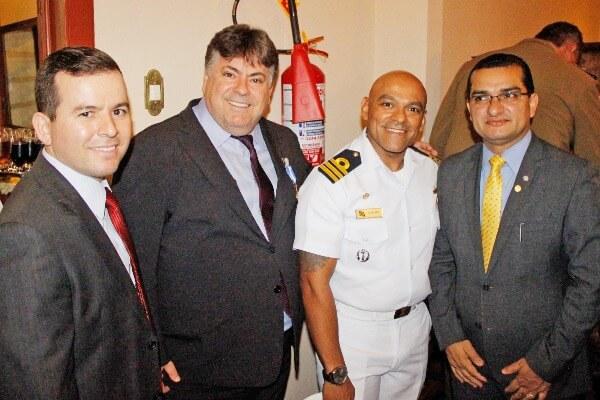 """Claudinei Marques prestigia homenagem """"Amigo da Marinha"""""""