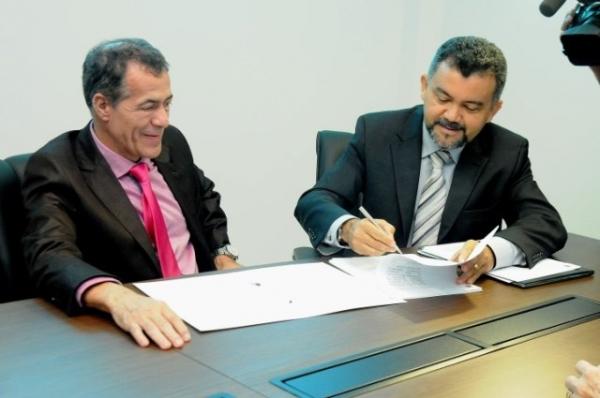 Cleber Verde assina termo de cooperação na área de comunicação com Assembleia Legislativa do MA