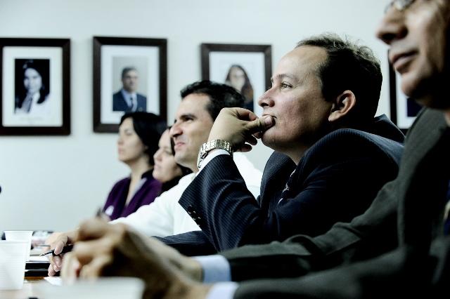 consultor-do-prb-dr-paulo-fernando-da-palestra-sobre-o uso-da-internet-antes-e-durante-as-eleicoes-07-05-2012-02