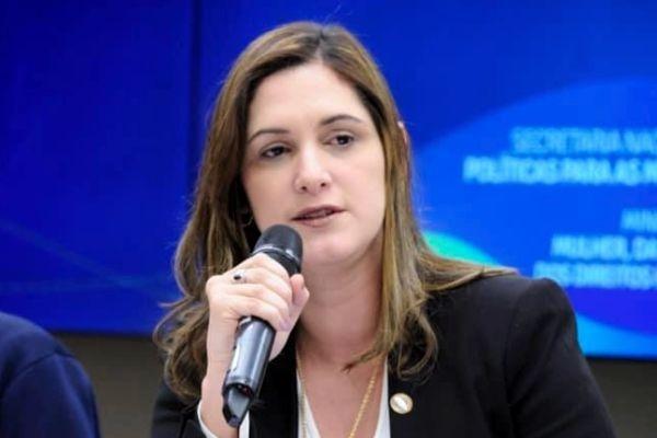 Cristiane Britto apresenta ações de combate à violência doméstica durante pandemia