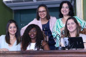 Secretária Cristiane Britto conhece programas sociais em Salvador