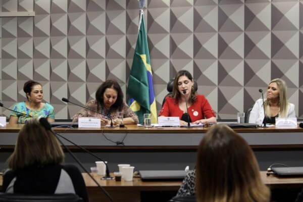 Cristiane Britto discute participação da mulher na política