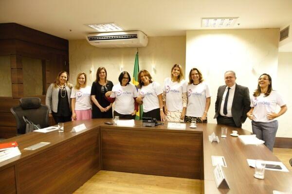 Cristiane Britto participa de lançamento do programa Mães Unidas